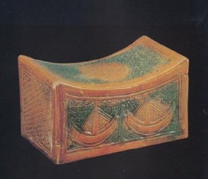 История подушки. Подушка из дерева