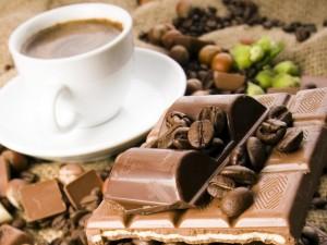 По содержанию кофеина шоколад конкурирует с кофе