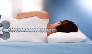 """Форма ортопедической подушки позволяет """"отдохнуть"""" позвоночнику"""