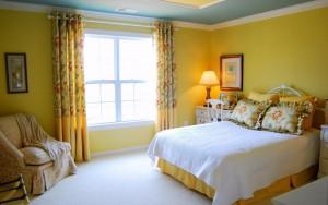 Почти невозможно красиво обставить спальню, не используя текстиль
