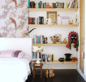 Книги - еще один враг здоровой обстановки спальни