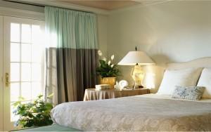 Стоит продумать не только то, как обставить спальню, но и где ее разместить в доме или квартире