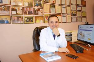Сомнолог Бузунов Роман в офисе